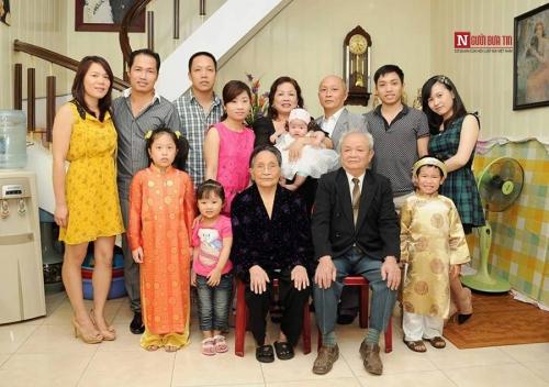 Gia đình vui vẻ hạnh phúc của chị Trang. Ảnh: NVCC.