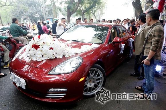 Sự nổi bật của chiếc xe đắt đỏ thu hút sự quan tâm của nhiều người.