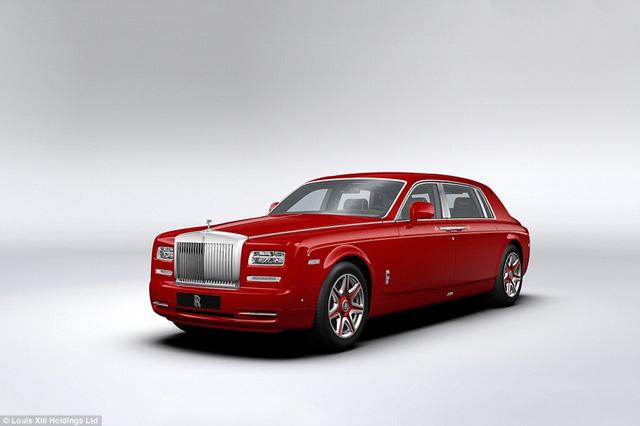 Siêu xe Rolls-Royce Phantom với tài xế riêng chở du khách tới mọi điểm đến.