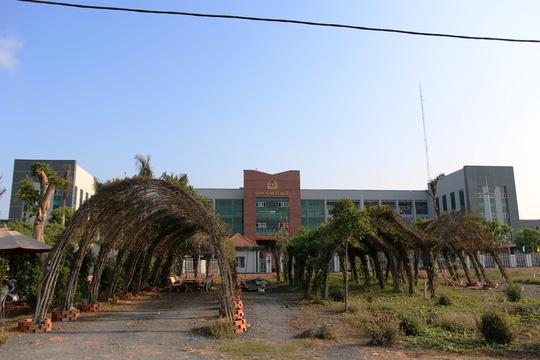 Quán Xin Chào nằm đối diện trụ sở Công an huyện Bình Chánh