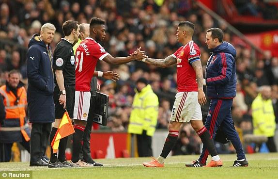 Man United thắng đẹp, tuy nhiên ở phút 55 phải đón tin không vui là chấn thương của Rojo. Cầu thủ mang áo số 51, T. Fosu-Mensah - cũng mới 18 tuổi, vào sân thay thế.