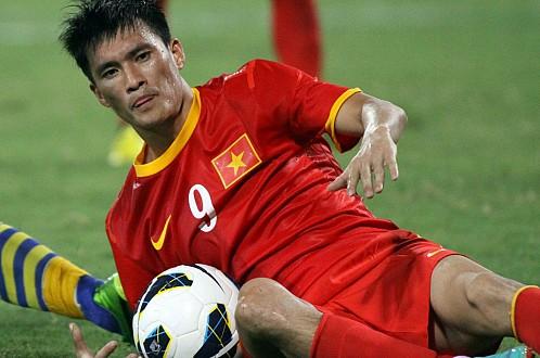 Công Vinh là cầu thủ hiếm hoi của bóng đá Việt Nam có ý thức tranh cướp bóng, dù anh là tiền đạo.