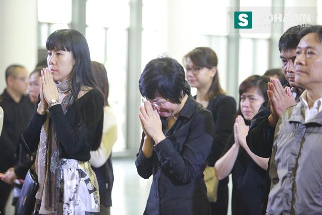MC Thảo Vân khóc nức nở khi phải nói lời vĩnh biệt với đồng nghiệp tài năng.