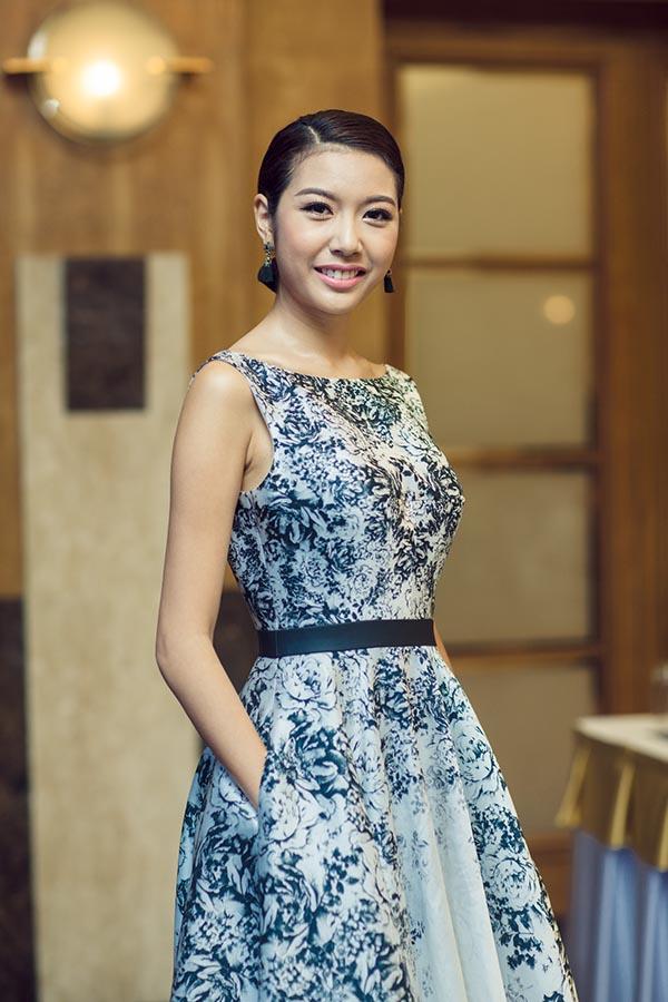 Á hậu Thúy Vân tự tin với vai trò MC sự kiện.