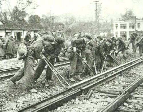 Lính Trung Quốc xâm lược phá hoại cơ sở hạ tầng các tỉnh biên giới của Việt Nam