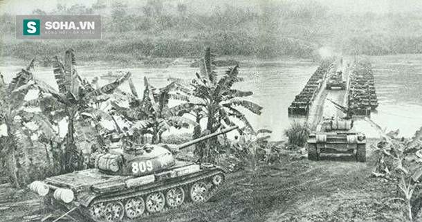 Xe tăng của quân Trung Quốc xâm lược tấn công tỉnh Lào Cai, Việt Nam trong ngày đầu tiên của cuộc Chiến tranh biên giới, 17/2/1979 (Ảnh tư liệu)