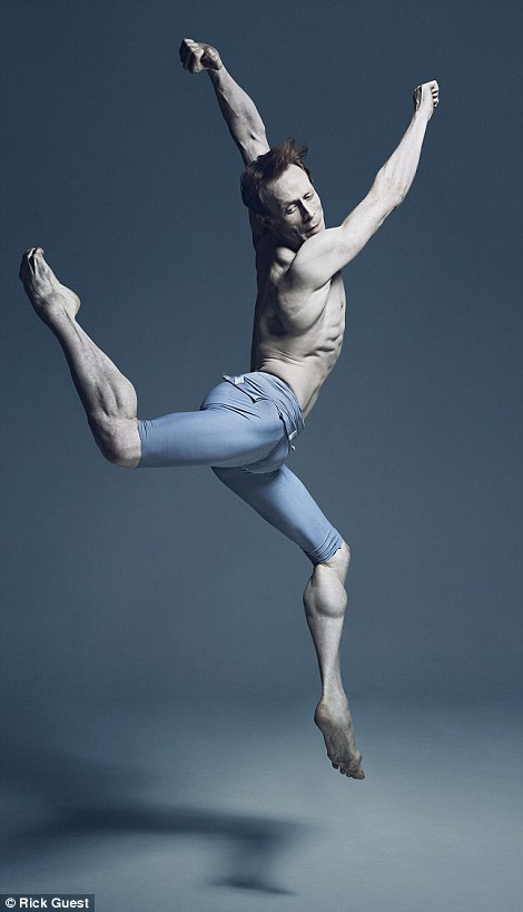 Những vũ công nam cũng là một phần trong bộ sách ảnh về các nghệ sĩ ballet của nhiếp ảnh gia.