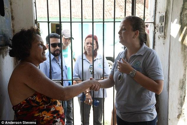 Bà Jacienta cuối cùng cũng đồng ý hợp tác và rời khỏi căn nhà bị nghi ngờ là ổ dịch.