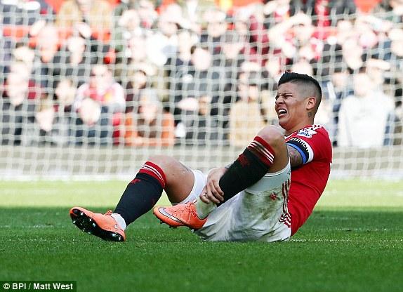 Rojo bị tái phát chấn thương nên rất đáng ngại.