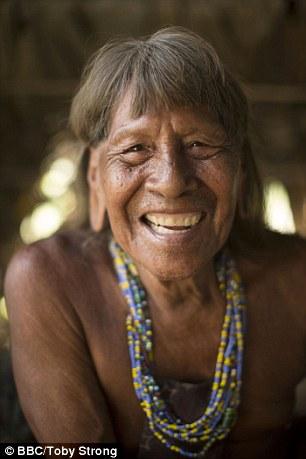 Ông Kempere, một thổ dân Waorani, mặc dù đã 80 tuổi nhưng là một bậc thầy về săn bắt báo đốm.