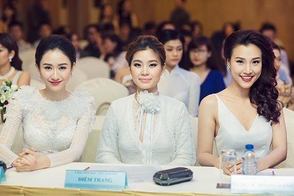 Hà Thu, Diễm Trang, Hoàng Oanh tự tin khoe sắc khi được mời ngồi hàng ghế đầu của sự kiện.