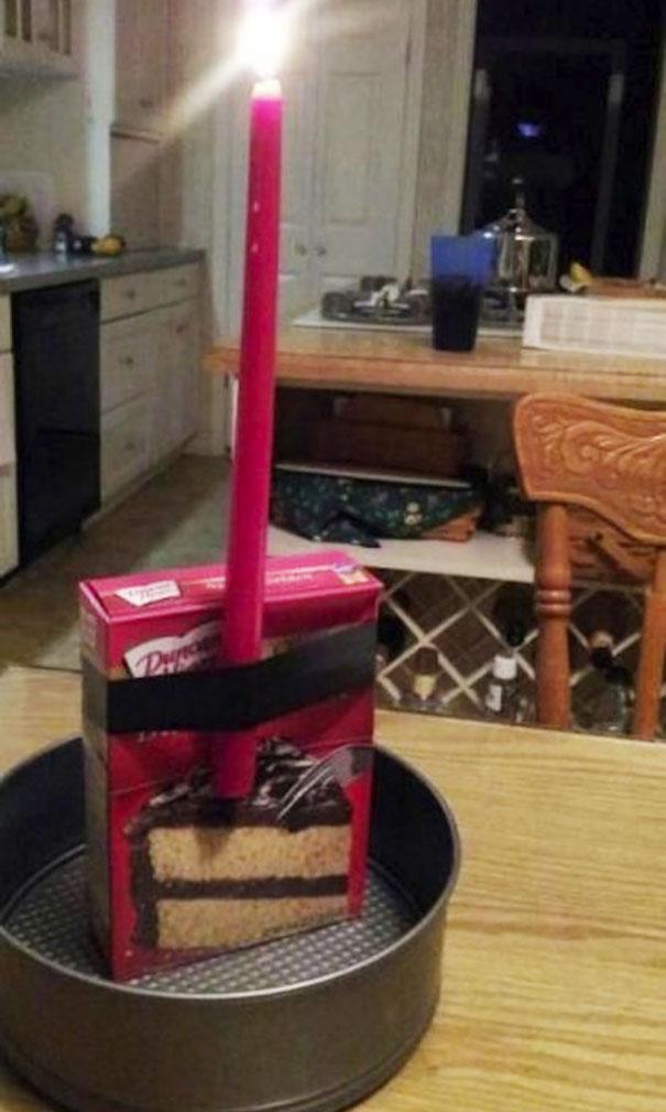 Cách tặng bánh sinh nhật của kẻ lười nó đơn giản vậy thôi