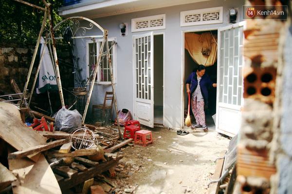 Ngôi nhà trọ chật hẹp trong một con hẻm trên đường Trần Bình Trọng là nơi ở của 4 mẹ con.