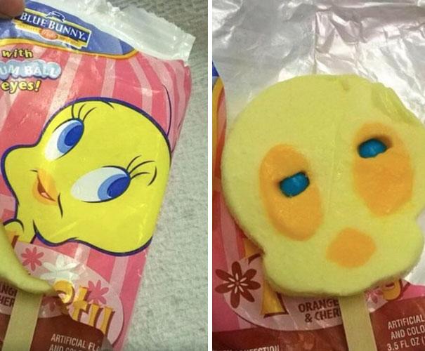 7. Nhìn mặt con kia mà muốn đập thẳng cái kẹo vào mặt nhà sản xuất. Cái mặt phát hờn lên được.