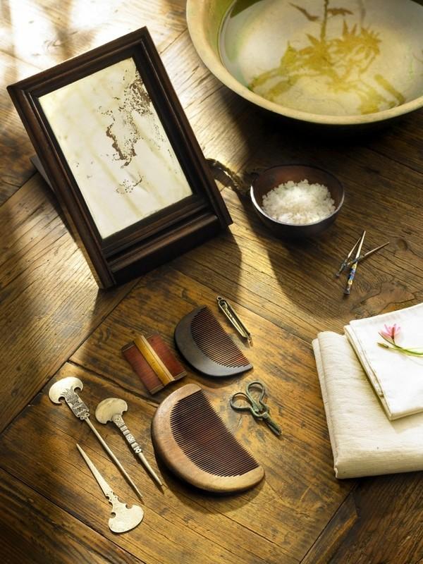 Những dụng cụ trang điểm thường thấy của thiếu nữ phương Đông xưa.