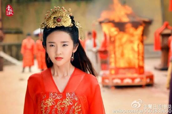 Trong Truyền thuyết thanh khâu hồ, Chung Tình (Đường Nghệ Hân) đã bị chính tân lang bỏ rơi trong ngày cưới.