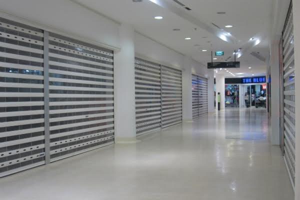 Rất nhiều gian hàng tại Indochina, Hà Nội đóng cửa hoặc chờ sang chuyển cửa hàng.