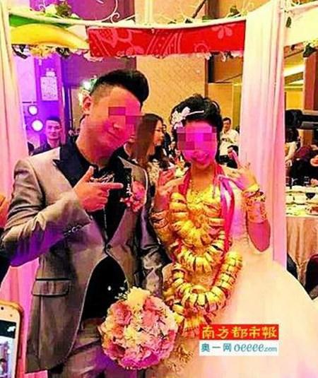Đám cưới ngập vàng ở Quảng Đông, Trung Quốc.