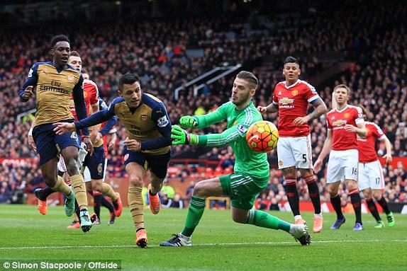 Một tình huống Sanchez đối mặt thủ môn De Gea nhưng không thể ghi bàn.