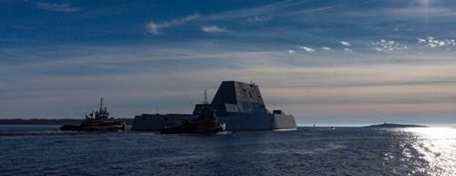 Sau DDG-1000, chiếc khu trục hạm Zumwalt thứ hai là DDG-1001 Michael Monsoor đã hoàn thành được 84% tại nhà máy Bath Iron Works ở Bath, Maine và dự kiến sẵn sàng hạ thủy vào cuối tháng 6/2016.