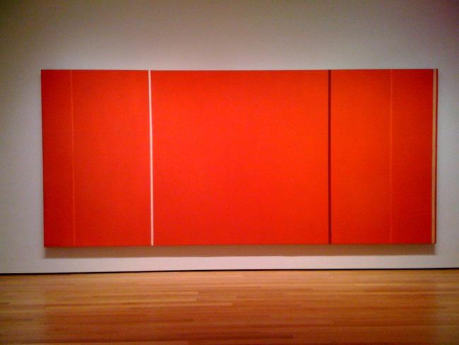 Bạn có tin, một tỷ phú đã không tiếc bỏ 105,7 triệu USD (khoảng 2.348 tỉ VND) để mua bức Ánh sáng của Anna do họa sĩ trừu tượng người Mỹ gốc Do Thái - Barnett Newman vẽ? Điểm đặc biệt trong tranh của Newman là thường có một hoặc nhiều vạch thẳng hoặc gần thẳng trên nền màu acrylic hoặc sơn dầu.