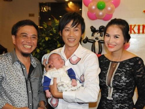 ... và bé Bu con nghệ sĩ Hồng Tơ đều được Hoài Linh nhận làm con nuôi