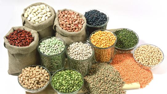 Ngoài những cách trên, ăn nhiều rau và trái cây có hàm lượng vitamin B cao (các loại rau lá xanh, ngũ cốc lúa mì và các loại trái cây họ cam quýt) cũng có hiệu quả trong điều trị viêm loét miệng và lưỡi.