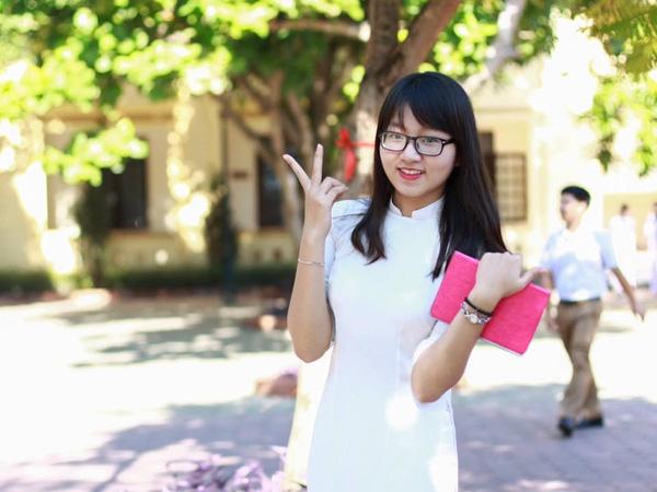 ...và Phan Thị Nguyên Trang đều là nữ sinh chuyên Pháp.