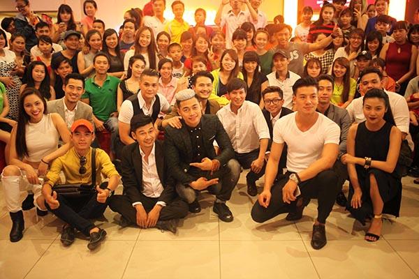 Sau khi bộ phim Lật mặt 2 - Phim trường được công chiếu trên toàn quốc, nhà sản xuất, đạo diễn, diễn viên Lý Hải liên tục đưa toàn bộ ê kíp đến giao lưu với khán giả ở các cụm rạp trên toàn quốc.