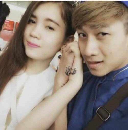 Theo một số nguồn tin, bạn gái của Quốc Hùng tên là Phương. Cả hai có rất nhiều khoảnh khắc tình tứ bên nhau như thế này.
