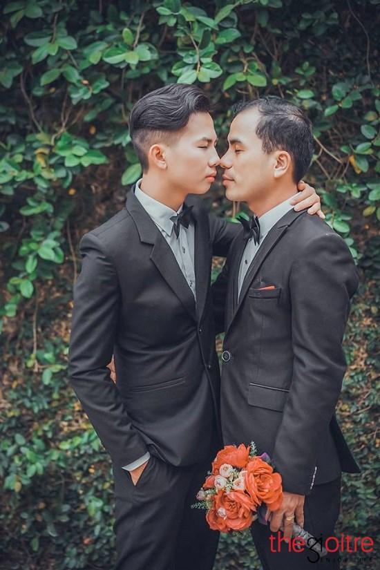 Đám cưới của cặp đôi như một sự khẳng định mạnh mẽ: Dám yêu, dám sống và dám đối diện với dư luận xã hội để bảo vệ tình yêu.