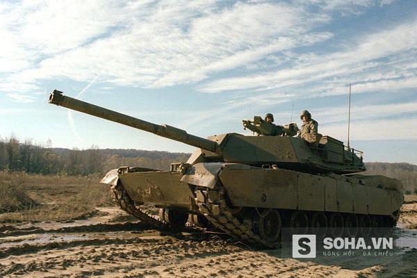 Xe tăng chiến đấu chủ lực M1 Abrams bắt đầu thử nghiệm đầu tiên vào năm 1979, được đưa vào sử dụng từ năm 1980. M1 tham chiến lần đầu trong chiến dịch Bão táp sa mạc năm 1991.