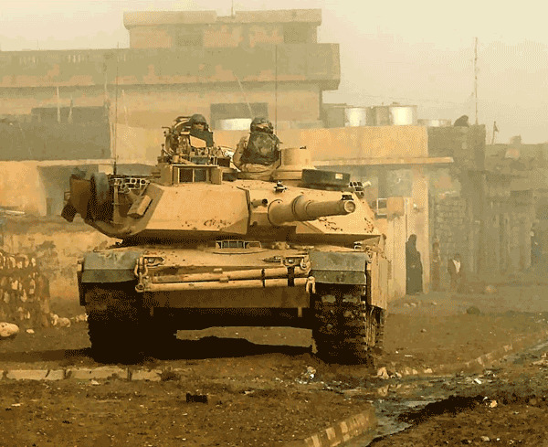 Trong chiến tranh Iraq năm 2003, M1 bị cuốn vào cuộc chiến ở khu vực đô thị - nơi khả năng quan sát của xe tăng bị hạn chế rất nhiều. Xe tăng có thể bị tấn công từ trên cao, đây là khu vực bọc giáp khá mỏng và có thể khiến xe bị tiêu diệt.