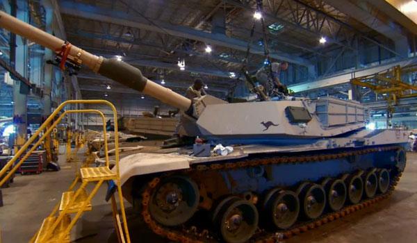 Tuy giáp của M1 do Anh thiết kế, nhưng những chiếc xe tăng được sản xuất và hoàn thiện tại bang Ohio và Michigan.