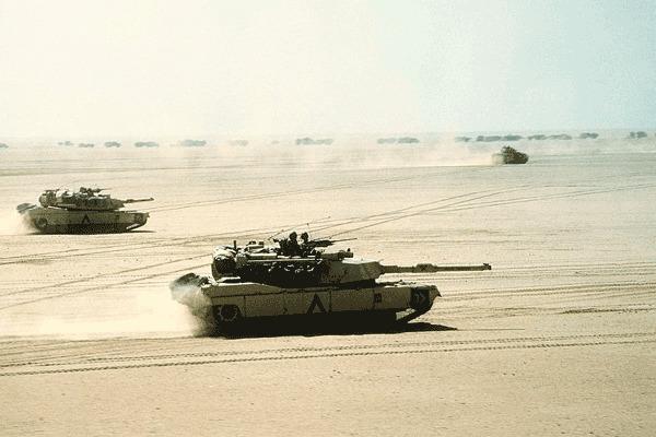 M1 Abrams chính thức tham chiến trong chiến dịch Bão táp sa mạc năm 1991. Nó gây ấn tượng mạnh với ê kíp vận hành về hiệu quả tác chiến và bất bại trước xe tăng của Iraq.