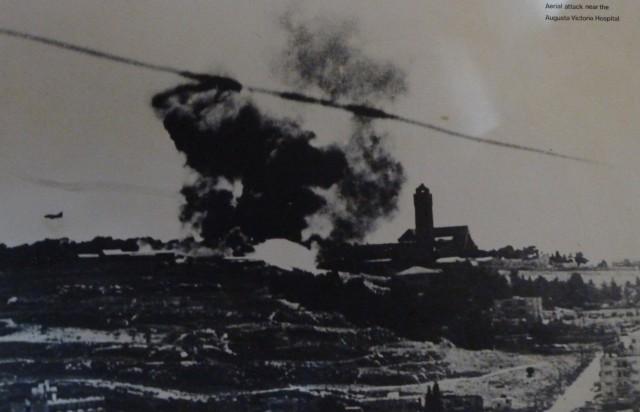 Một cuộc không kích của Israel gần bệnh viện Augusta-Victoria