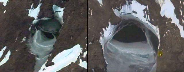 Hai cánh cửa được cho là nơi dẫn xuống thành phố cổ ở Nam Cực. Ảnh: Google Earth.