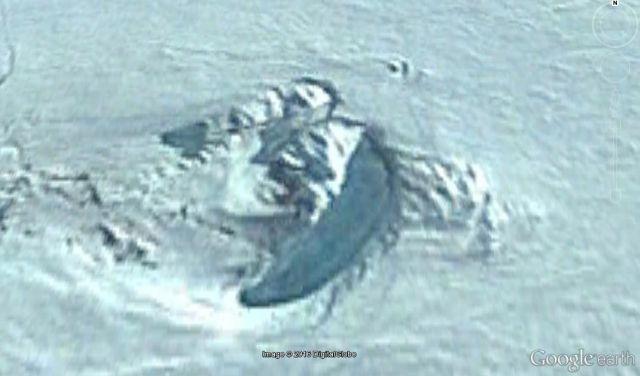 Hình ảnh phóng to của cấu trúc lạ. Ảnh: Google Earth.