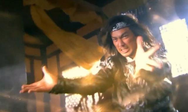 Cả Tiêu Phong và Quách Tĩnh đều là hai nhân vật luyện thành Giáng Long Thập Bát Chưởng ở độ tuổi còn rất trẻ.