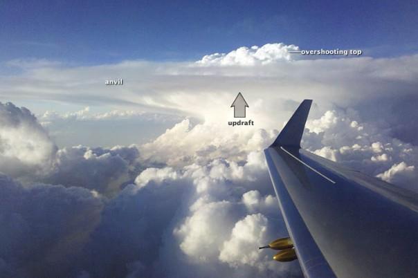 Cách tốt nhất khi gặp mây vũ tích là bay vòng qua nó!