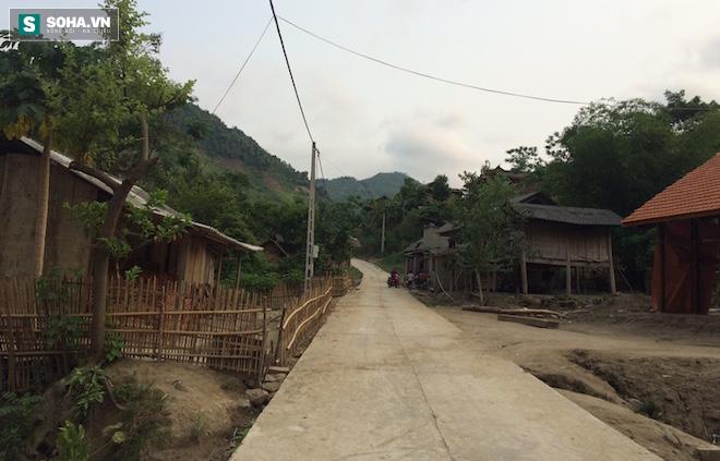 Đoạn đường ở bản Na Bè (xã Xá Lượng, Tương Dương) nơi cháu Hùng bị mất tích, nghi ngờ đã bị bắt cóc bán sang Trung Quốc.