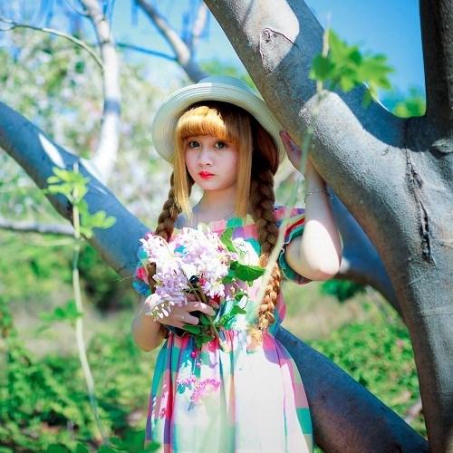 Những ngày qua, cư dân mạng không ngừng lùng sục cô gái có tên Tuyết Mai Trần bởi vẻ đẹp đáng yêu trong sáng như thiên thần.