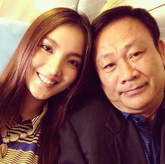Bùi Bích Phương sinh ra trong gia đình danh giá, bố của cô là giáo sư toán học Huỳnh Bá Lân.