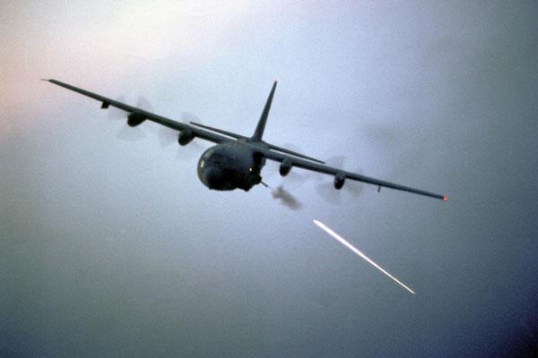 Chi viện hỏa lực tầm gần là một trong những tính năng nổi bật của C-130 so với những máy bay vận tải khác. Phiên bản AC-130 được trang bị pháo 105 mm và 40 mm cho phép tiêu diệt hiệu quả các mục tiêu trên mặt đất.
