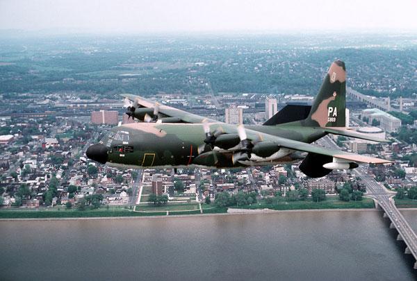 EC-130E là phiên bản chuyên dụng cho nhiệm vụ thiết lập trung tâm chỉ huy trên không. Phi cơ được trang bị hệ thống máy tính hiện đại cùng điều hòa không khí để đảm bảo cho các thiết bị vận hành tốt.