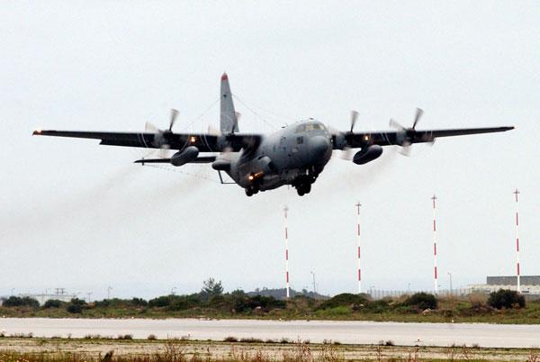 Khi Không quân Mỹ muốn phá vỡ hệ thống điện tử của đối phương, họ có thể triển khai phi cơ EC-130H Compass Call, phiên bản tác chiến điện tử chuyên dụng. Máy bay này được lắp hệ thống gây nhiễu hiện đại có thể làm mù radar, gián đoạn thông tin liên lạc vô tuyến của đối phương.
