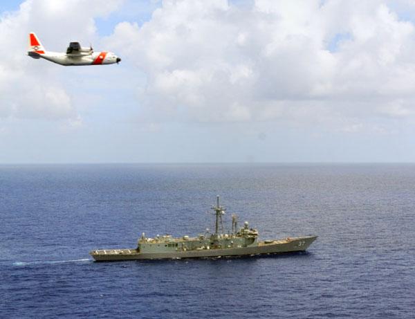 HC-130 là phi cơ tuần tra hàng hải, thực thi pháp luật chủ lực của Tuần duyên Mỹ. Phiên bản này được trang bị hệ thống cảm biến hiện đại để tìm kiếm và phát hiện các đối tượng tình nghi trên biển.