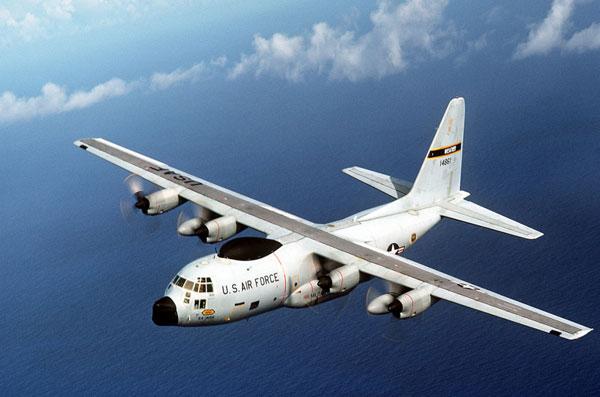 Giám sát, dự báo thời tiết cũng là nhiệm vụ mà C-130 có thể hoàn thành một cách xuất sắc. Phiên bản này nổi bật với cảm biến thời tiết màu đen phía trên nóc và phía trước mũi máy bay.