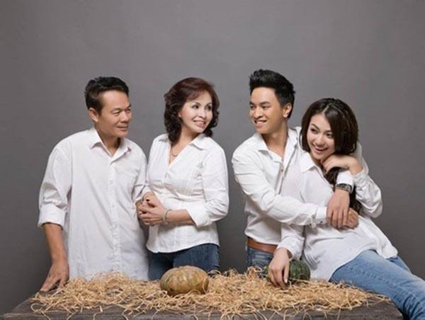 Trong gia đình, Lý Chí Huy là người con hiếu thảo, người anh trai mẫu mực và sống có trách nhiệm.