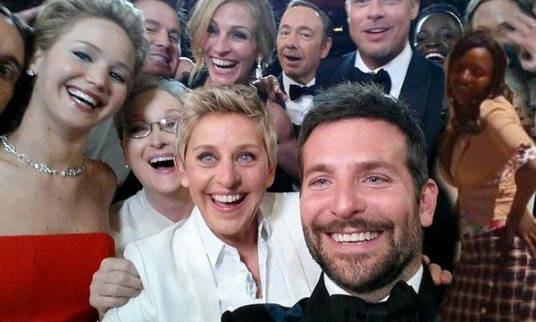 Chụp ảnh tự sướng với các sao Hollywood.